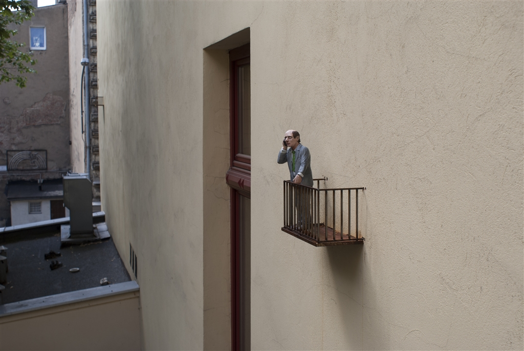 isaac-cordal-sasiedzi-new-installation-in-lodz-poland-08