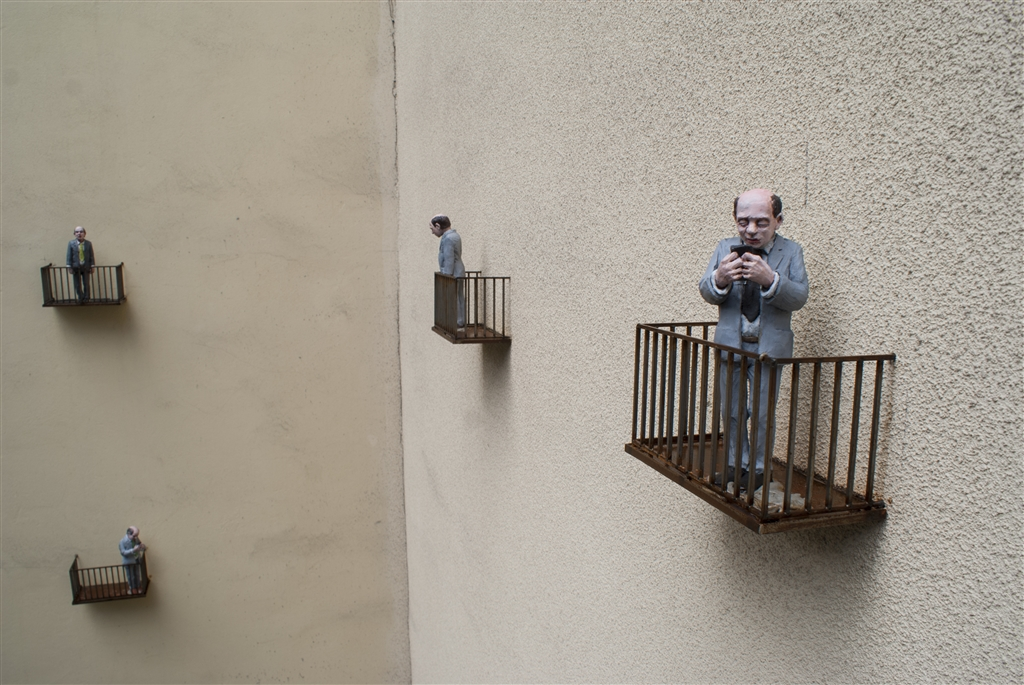 isaac-cordal-sasiedzi-new-installation-in-lodz-poland-09