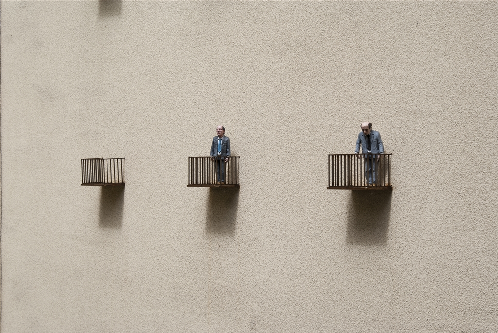 isaac-cordal-sasiedzi-new-installation-in-lodz-poland-10
