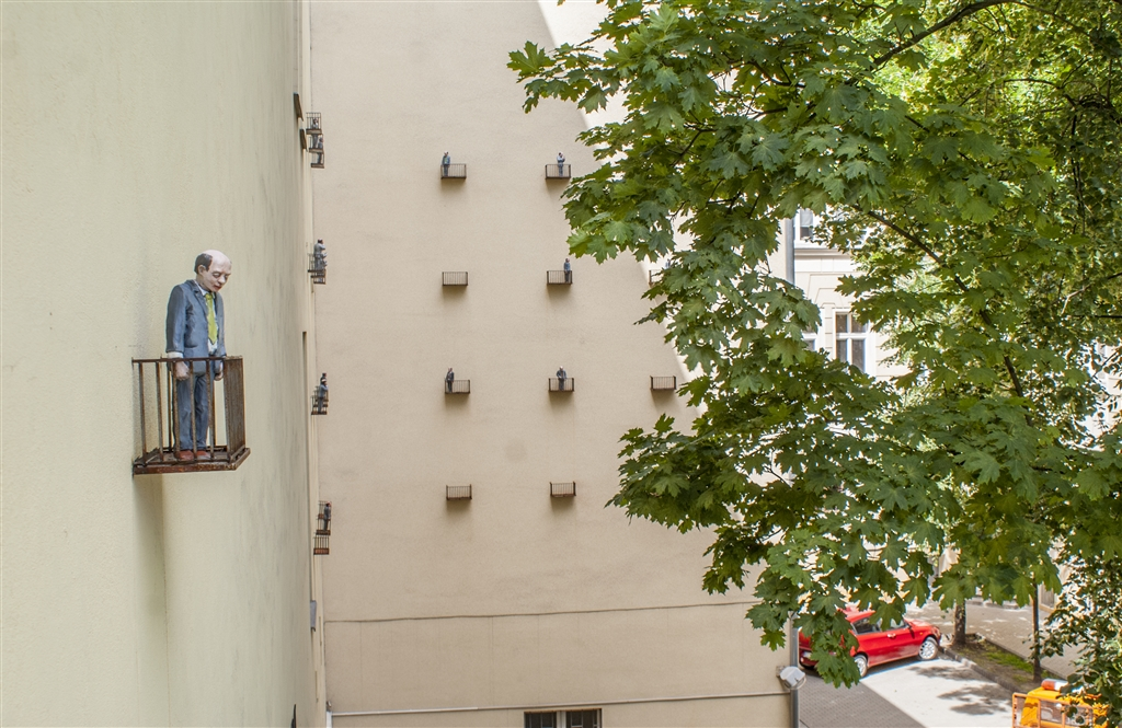 isaac-cordal-sasiedzi-new-installation-in-lodz-poland-15