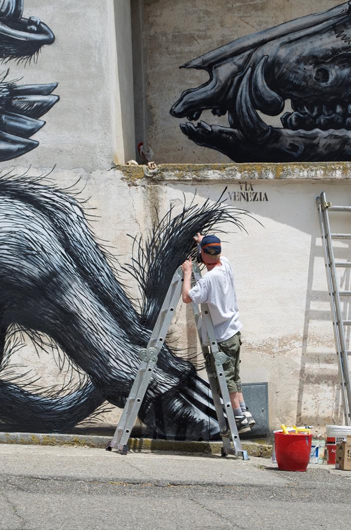 roa-new-mural-in-sadali-sardinia-03