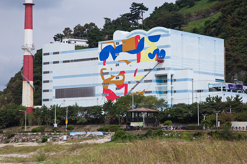 mattia-lullini-new-mural-in-busan-south-korea-01