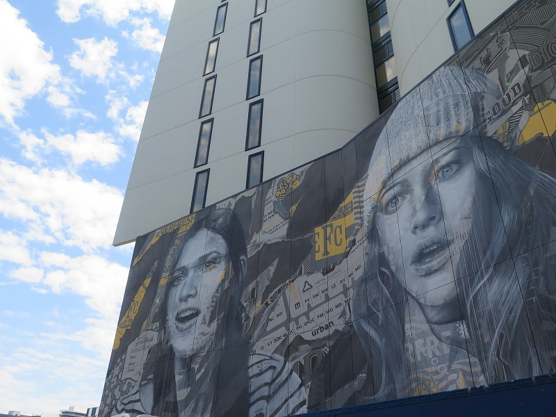 rone-edge-of-your-seat-new-mural-in-melbourne-07