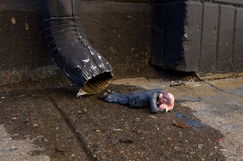 isaac-cordal-new-pieces-in-new-york-01
