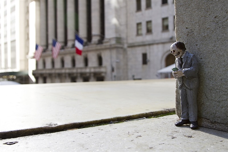 isaac-cordal-new-pieces-in-new-york-09