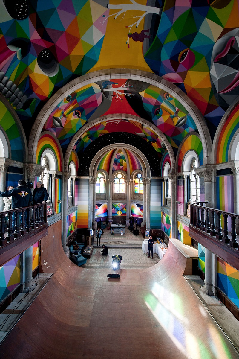 okuda-paints-a-100-year-old-church-in-spain-03