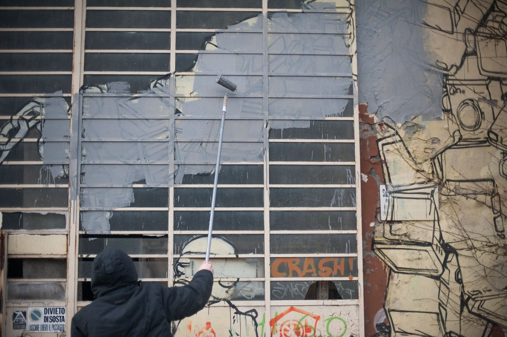blu-has-buffed-his-murals-bologna-06