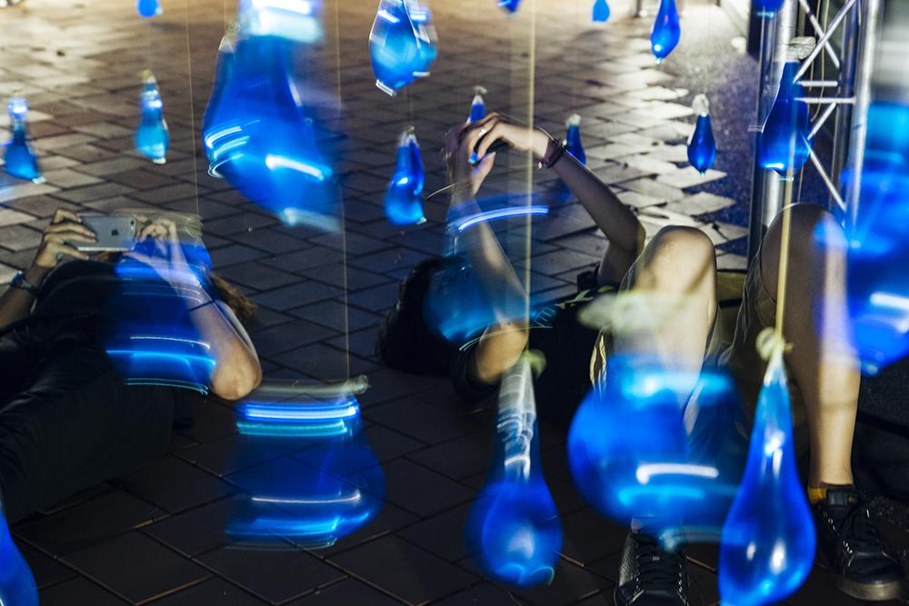 luzinterruptus-rain-interactive-installation-02