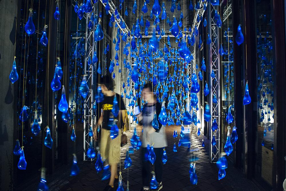 luzinterruptus-rain-interactive-installation-06