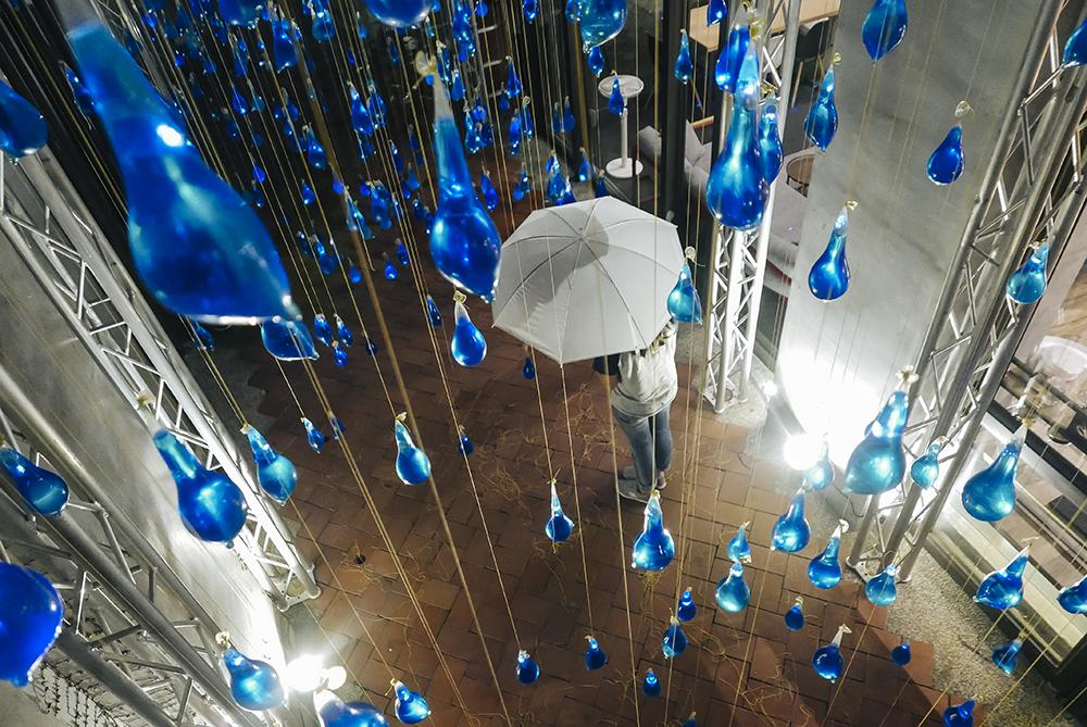 luzinterruptus-rain-interactive-installation-11
