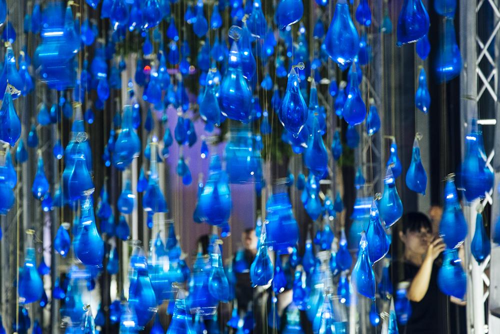 luzinterruptus-rain-interactive-installation-14