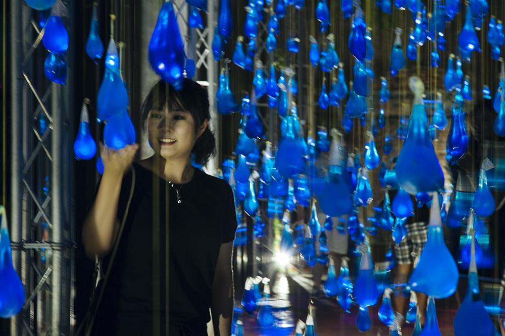 luzinterruptus-rain-interactive-installation-18