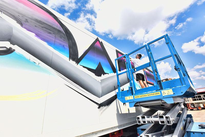 felipe-pantone-truck-art-project-02