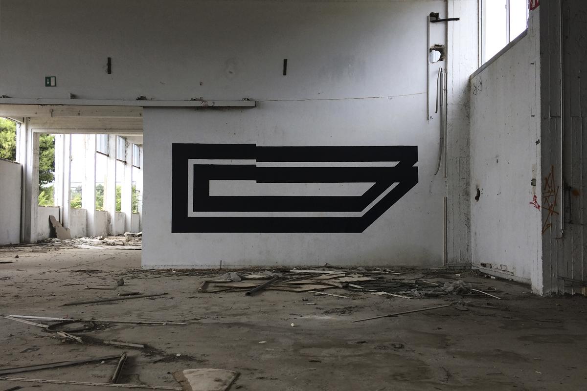Simek Blaqk Street Art Symmetry