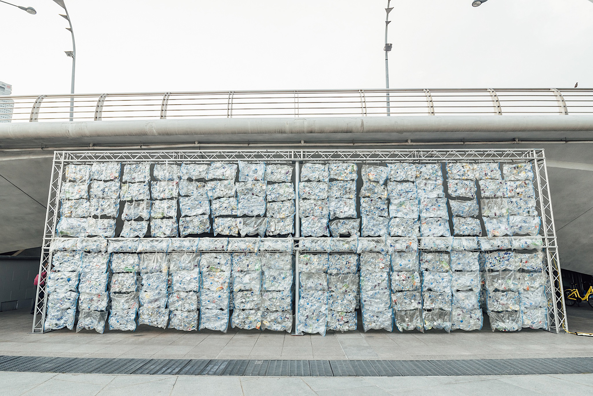 Luzinterruptus plastic Esplanade Bridge Singapore