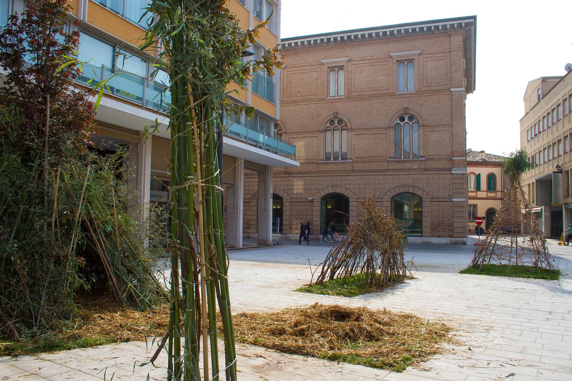 Gola Hundun installazione Cesena Piazza della Libertà Vie Periferiche